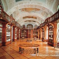 Stiftsbibliothek. Bibliothekssaal erbaut von Josef Munggenast. 1730-1732. © IMAGNO/Gerhard Trumler, Foto: Gerhard Trumler um 2000