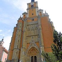 Pöllauberg - Die Annakirche steht auf dem höchsten Punkt des Pöllaubergs und war die erste Marienkapelle der Gemeinde. Die ursprünglich romanische Kapelle wurde 1532 erweitert und später barockisiert. Der jetzige Alter mit dem Bild der heiligen Anna stamm