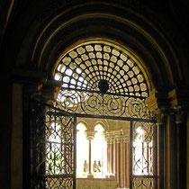 Blick durchTor des Kapitelsaales