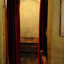 Toilette mit Orignalvorhang - Foto ©MW