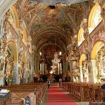 Barocke Stiftskirche, 1660 - 1662 nach  Plänen von Domenico Sciassia erbaut, ab 1700 durch Matthias Steindl im Stile des Wiener Hochbarocks umgestaltet