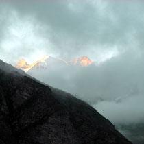 Morgennebel über den Bergen