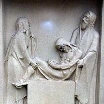 14. Station - Jesus wird in das Grab gelegt
