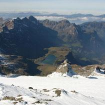 Urner Alpen 4 - Blick vom Titlisgipfel auf Melchsee und Engelberg