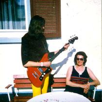 E-Bass-Spiel für meine Mutter - Titisee 1972