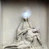 13. Station - Jesus im Schoss seiner Mutter