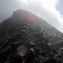 Aufstieg am Gipfelgrat