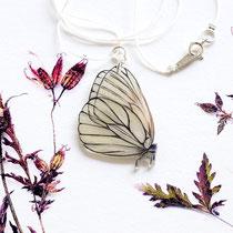 Kette mit handgezeichnetem Schmetterlingsanhänger #02  || Necklace with hand-drawn butterfly pendant #02