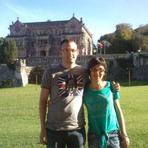 """Fernando y Tamara con camisetas """"Eterno John Lennon"""" y """"A mil besos de profundidad"""""""