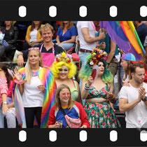 276 Amsterdam Canal Pride 2019 v.a de NH Radio Pride boot 26
