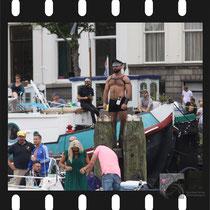 124 Amsterdam Canal Pride 2019 v.a de NH Radio Pride boot 26