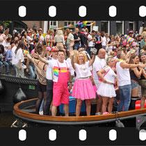 229 Amsterdam Canal Pride 2019 v.a de NH Radio Pride boot 26