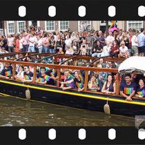 186 Amsterdam Canal Pride 2019 v.a de NH Radio Pride boot 26