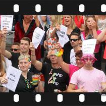 208 Amsterdam Canal Pride 2019 v.a de NH Radio Pride boot 26