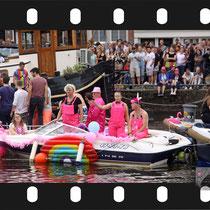 133 Amsterdam Canal Pride 2019 v.a de NH Radio Pride boot 26