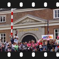 082 Amsterdam Canal Pride 2019 v.a de NH Radio Pride boot 26
