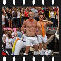 210 Amsterdam Canal Pride 2019 v.a de NH Radio Pride boot 26