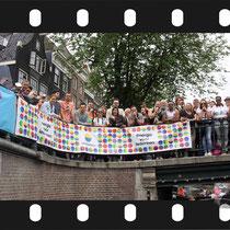 233 Amsterdam Canal Pride 2019 v.a de NH Radio Pride boot 26