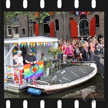 296 Amsterdam Canal Pride 2019 v.a de NH Radio Pride boot 26