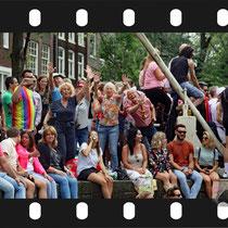333 Amsterdam Canal Pride 2019 v.a de NH Radio Pride boot 26