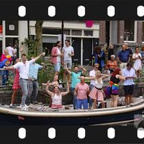 105 Amsterdam Canal Pride 2019 v.a de NH Radio Pride boot 26
