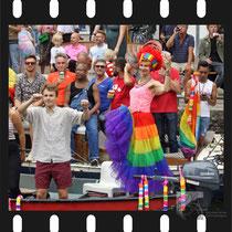 097 Amsterdam Canal Pride 2019 v.a de NH Radio Pride boot 26