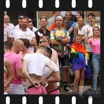 202 Amsterdam Canal Pride 2019 v.a de NH Radio Pride boot 26