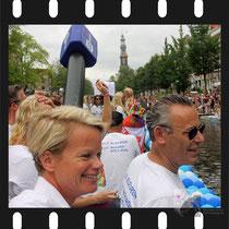 259 Amsterdam Canal Pride 2019 v.a de NH Radio Pride boot 26