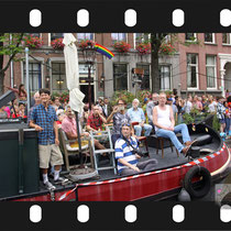 166 Amsterdam Canal Pride 2019 v.a de NH Radio Pride boot 26