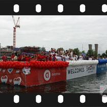 064 Amsterdam Canal Pride 2019 v.a de NH Radio Pride boot 26