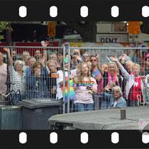 154 Amsterdam Canal Pride 2019 v.a de NH Radio Pride boot 26