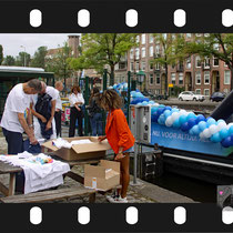 001 Amsterdam Canal Pride 2019 v.a de NH Radio Pride boot 26