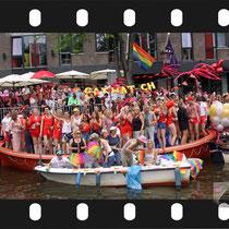 244 Amsterdam Canal Pride 2019 v.a de NH Radio Pride boot 26