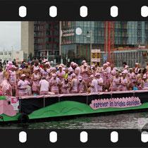 051 Amsterdam Canal Pride 2019 v.a de NH Radio Pride boot 26