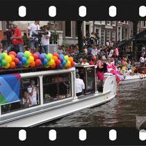 119 Amsterdam Canal Pride 2019 v.a de NH Radio Pride boot 26