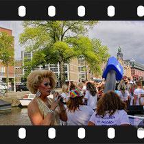 012 Amsterdam Canal Pride 2019 v.a de NH Radio Pride boot 26
