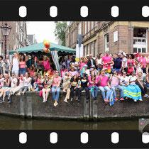 236 Amsterdam Canal Pride 2019 v.a de NH Radio Pride boot 26