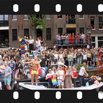 305 Amsterdam Canal Pride 2019 v.a de NH Radio Pride boot 26