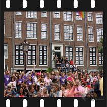 206 Amsterdam Canal Pride 2019 v.a de NH Radio Pride boot 26