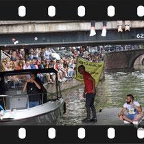 286 Amsterdam Canal Pride 2019 v.a de NH Radio Pride boot 26