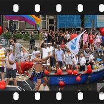 178 Amsterdam Canal Pride 2019 v.a de NH Radio Pride boot 26