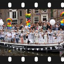 238 Amsterdam Canal Pride 2019 v.a de NH Radio Pride boot 26