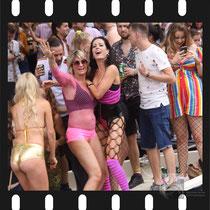 250 Amsterdam Canal Pride 2019 v.a de NH Radio Pride boot 26