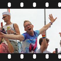 110 Amsterdam Canal Pride 2019 v.a de NH Radio Pride boot 26