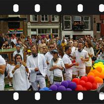 306 Amsterdam Canal Pride 2019 v.a de NH Radio Pride boot 26