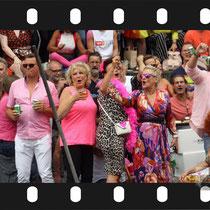 230 Amsterdam Canal Pride 2019 v.a de NH Radio Pride boot 26