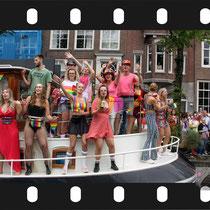 174 Amsterdam Canal Pride 2019 v.a de NH Radio Pride boot 26