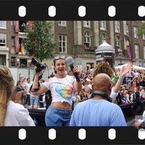 223 Amsterdam Canal Pride 2019 v.a de NH Radio Pride boot 26