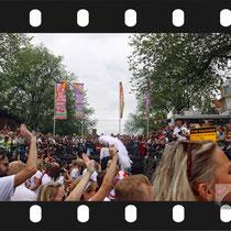 147 Amsterdam Canal Pride 2019 v.a de NH Radio Pride boot 26