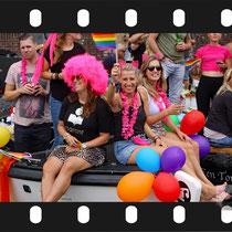 093 Amsterdam Canal Pride 2019 v.a de NH Radio Pride boot 26